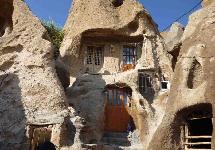 درب های فلزی روستای تاریخی کندوان تعویض می شود