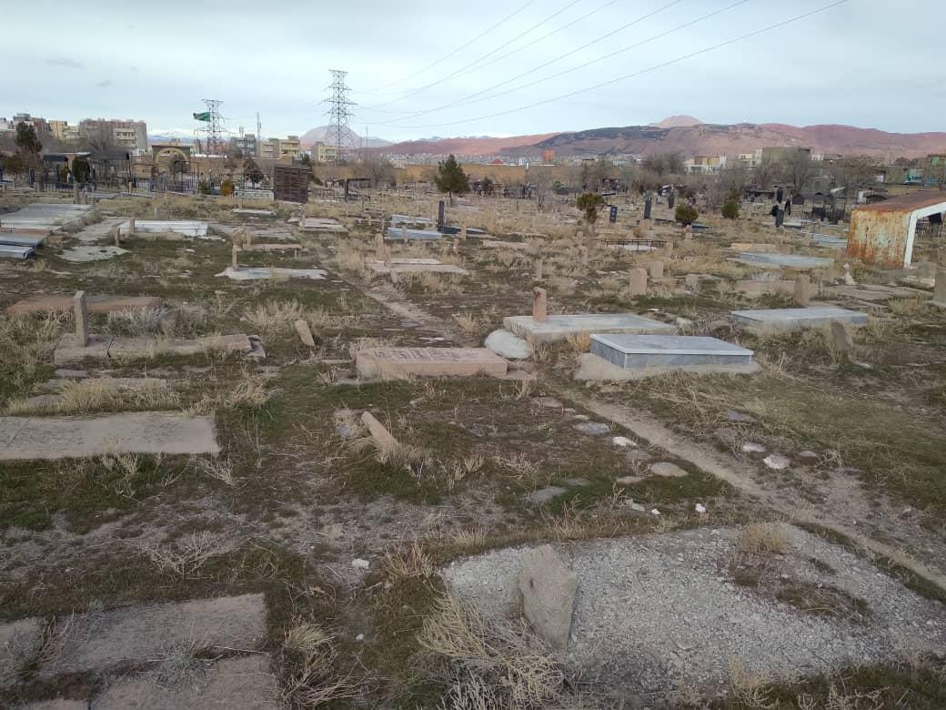 وضعیت نامناسب قبرستان امامیه تبریز/تصاویر